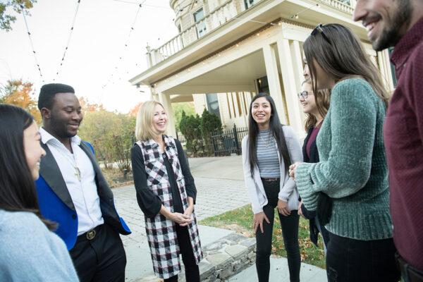 Kelly Knapp, center, with W&J students.