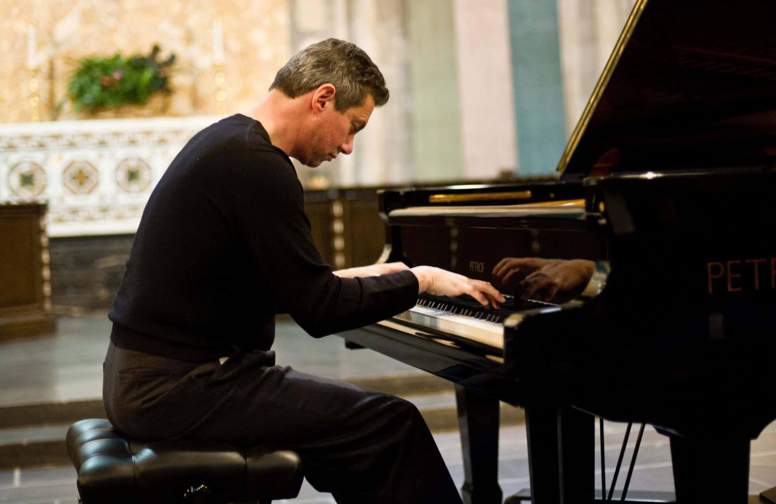 Mark Valenti pianist