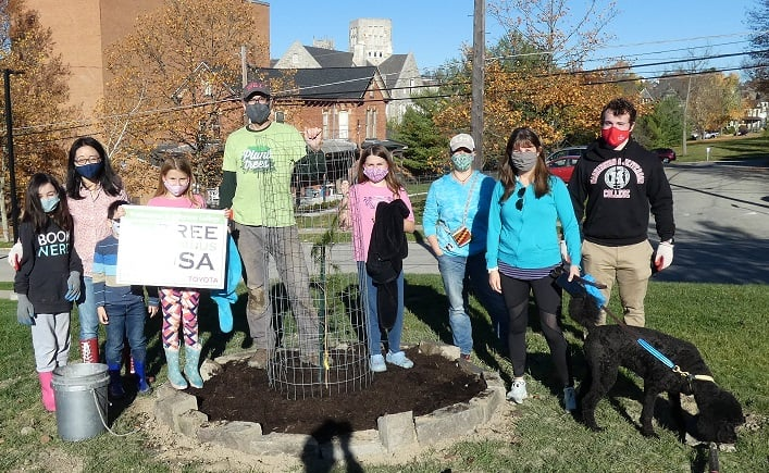 Group photo of W&J community members with a new tree